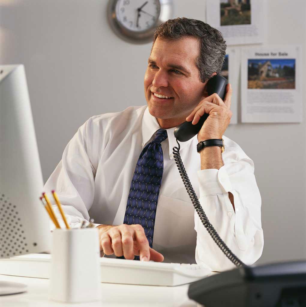 Qu hacer con ese compa ero que habla alto por tel fono for Telefono oficina de empleo madrid